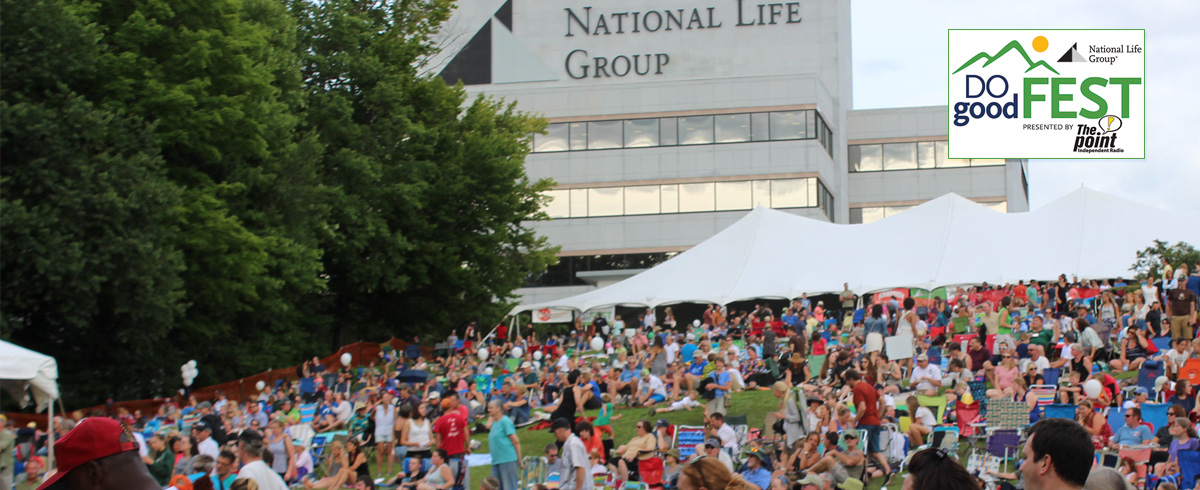 Crowd on lawn at National Life's 2016 Do Good Fest
